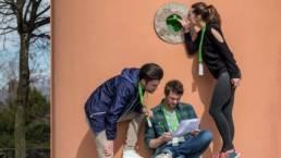3 personnes qui cherchent un indice Foxtrail